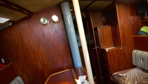 Starboard tack as seen from inside the cabin. The strings on the clock and the key on the bulkhead tell the story.
